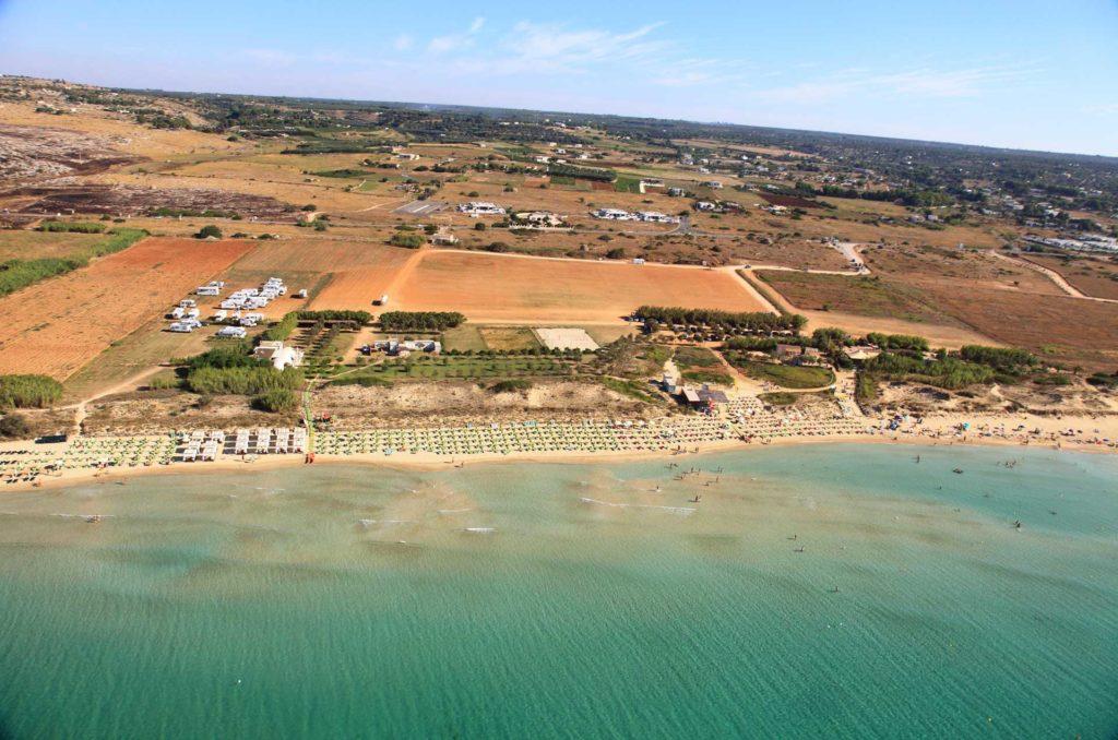 Veduta aerea della spiaggia di Pescoluse distante solo pochi Km dal B&B Anemos