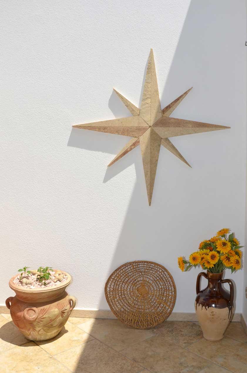 B6b a Morciano di Leuca con decorazioni ed accessori legati all'ambiente marinaro del Salento
